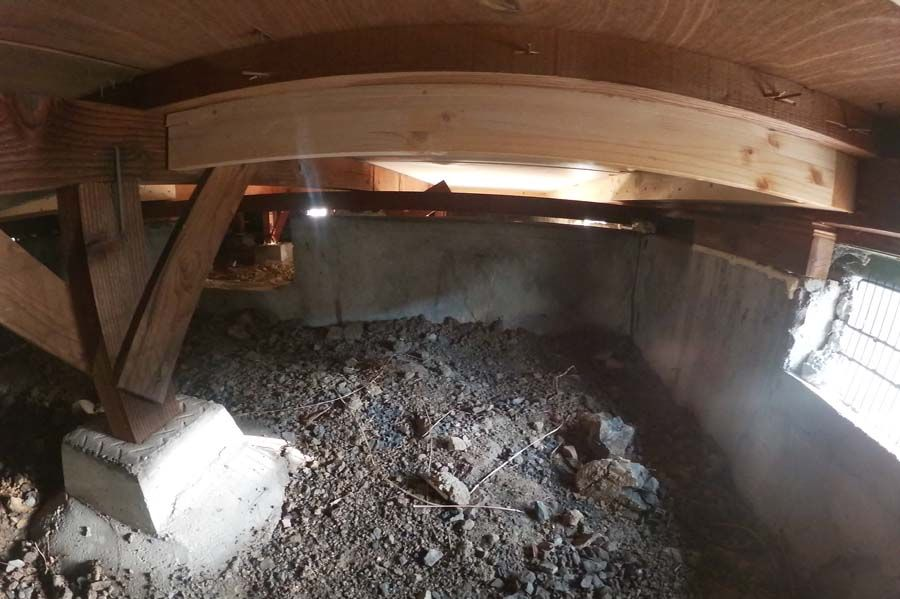 軽量鉄骨造住宅の床下